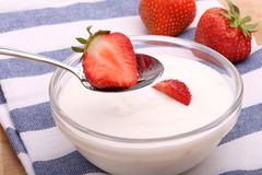 Strawberries and yogurt in the bowl Royalty Free Stock Images