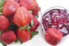 Strawberriew e bebida imagem de stock royalty free