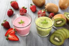 Strawberry adn kiwi smoothie Royalty Free Stock Photo