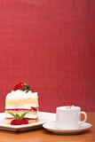 Strawberry cake with cappucino Stock Photography