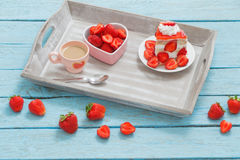Strawberry cake with coffee Royalty Free Stock Images