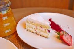 Strawberry cake, glass teapot Royalty Free Stock Photos