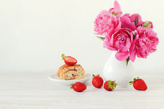 Strawberry cake and pink peonies Royalty Free Stock Image
