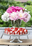 Strawberry cake on rustic wooden table Royalty Free Stock Photos
