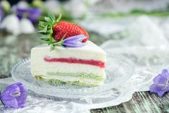 Strawberry cake with vanilla mousse Royalty Free Stock Photos
