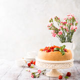 Strawberry cheesecake and flowers Stock Photography