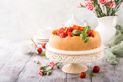 Strawberry cheesecake and flowers Royalty Free Stock Photos