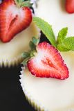 Strawberry cheesecake and fresh berries Royalty Free Stock Image