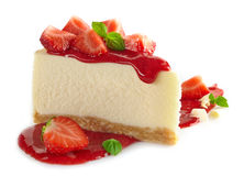 Strawberry cheesecake. And fresh berries on white background Stock Photography
