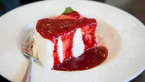 Strawberry cheesecake with icecream Royalty Free Stock Photos