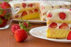 Free Strawberry Cream Cake Royalty Free Stock Photography - 31430917