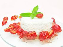 Strawberry dessert with pudding Royalty Free Stock Images