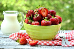 Strawberry in green bowl. Royalty Free Stock Photos