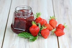Strawberry jam with fresh strawberries Royalty Free Stock Image