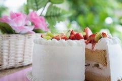 Strawberry and kiwi shortcake Royalty Free Stock Photography