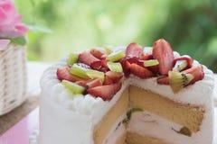 Strawberry and kiwi shortcake Stock Photography