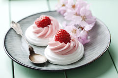 Strawberry merigue cakes Royalty Free Stock Images