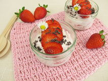 Strawberry milk quark wit cacao nibs Royalty Free Stock Images