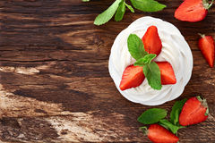 Free Strawberry Pavlova Dessert Royalty Free Stock Images - 72808089