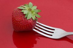 Strawberry on red plate Royalty Free Stock Photos