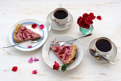 Strawberry tart with black tea,roses and rose petals. Horizontal Royalty Free Stock Photos