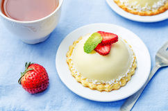Strawberry white chocolate cream cheese mousse cake Royalty Free Stock Images