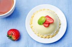 Strawberry white chocolate cream cheese mousse cake Royalty Free Stock Photos