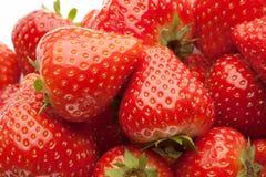 strawberrys堆在白色的 免版税库存照片