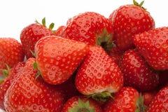 strawberrys堆在白色的 图库摄影
