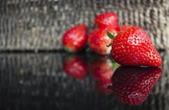 Strawberrys snör åt på yttersida Royaltyfria Bilder