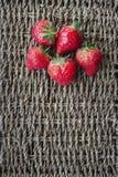 Strawberrys sulla superficie del pizzo Immagine Stock Libera da Diritti