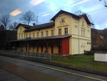 Straz n OhÅ™Ã, Tsjechische Republiek - 12 November, 2017, post van het station Royalty-vrije Stock Foto