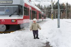 STRBSKE普莱索,斯洛伐克- 2017年11月1日:愉快的小孩男孩st 库存图片