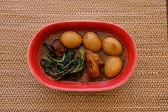 Streaky βρασμένα χοιρινό κρέας σάλτσα και αυγό σόγιας χοιρινού κρέατος Tong ήχων καμπάνας Στοκ Εικόνες