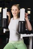 Streben Sie innen Sport in der Gymnastik an Lizenzfreies Stockfoto