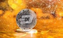 Streckcryptocurrency på en guld- bakgrund Arkivfoto