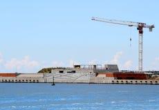 Strecken Sie sich in der Baustelle durch das Meer für den Bau von a Stockfotografie