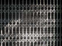 Streel del metal de la puerta del fondo del modelo con la iluminación Fotografía de archivo