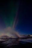 Streem géothermique et lightrs nordiques Images stock