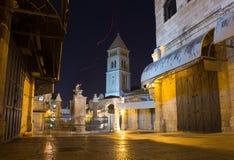 Streeo van oude stad Jeruzalem bij nacht stock foto's