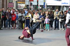 Street acrobats of the �Natural Force Crew� are exhibiting in the center of Milan Royalty Free Stock Photos