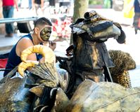 Street actor applies make-up Royalty Free Stock Image