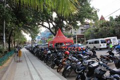 Street along Kuta Beach entrance in Indonesia Royalty Free Stock Photography
