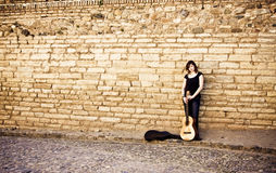 Street artist standing with her guitar Royalty Free Stock Photography