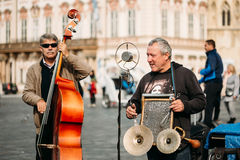 Street Busker performing jazz songs at the Old Town Square in Pr. PRAGUE, CZECH REPUBLIC - OCTOBER 8, 2014: Street Busker performing jazz songs at the Old Town Royalty Free Stock Photos