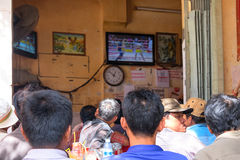 Street cafe is broadcast Thai Boxing Royalty Free Stock Images