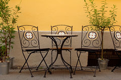 Street cafe in front of yellow wall Stock Photography