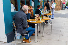 Street cafe in Notting Hill, London, UK Royalty Free Stock Photos