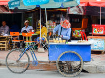 Street food vendor with his tricycle as food stall, in the city centre, Phnom Penh, Cambodia. August 30, 2015 Stock Photos