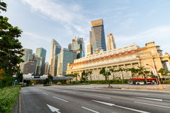 Street in front Fullerton Hotel and skyline Royalty Free Stock Photo